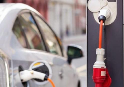 Auto Elettriche: Auto Elettriche: obbligo colonnine in autostrada